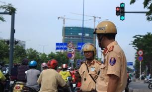 Chạy xe vào đường cong không bật xi nhan: Trưởng Phòng CSGT TP.HCM nói gì?